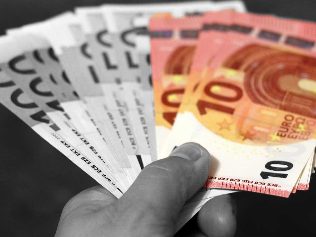 Krankenkassa-Logo für 400.000 Euro