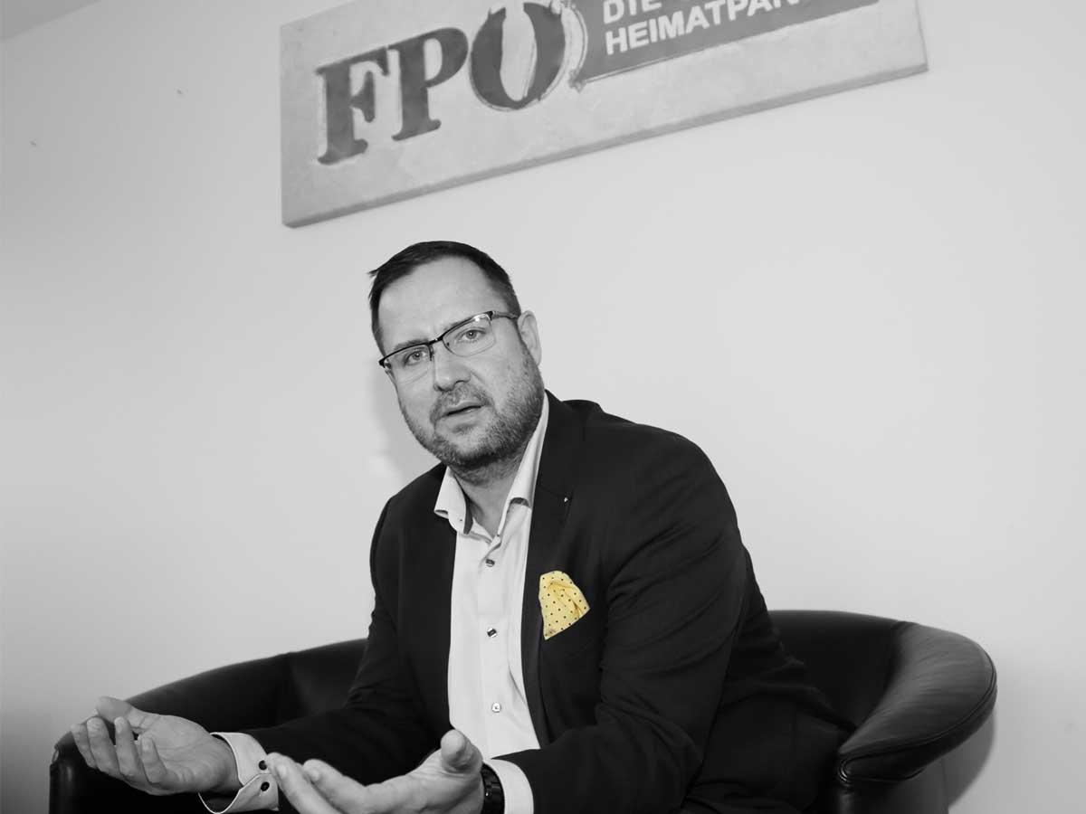 "FPÖ-Generalsekretär Hafenecker attackiert ÖVP und das ""Kartell"""